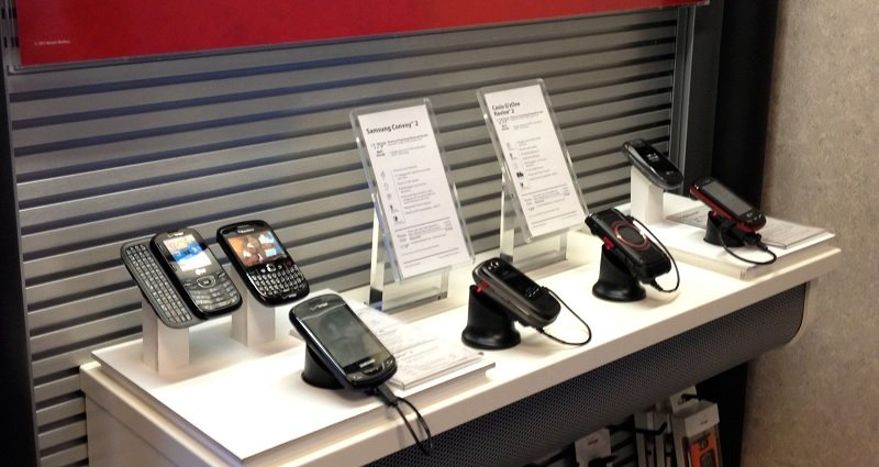 Group Of Men Rob Verizon Store Only Stealing Fake Display Phones