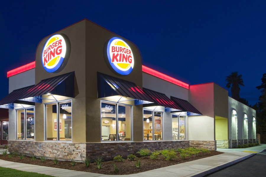 "Mr ""Burger"" and Miss ""King"" Are Getting Married and ""Burger King"" Are Paying For It"