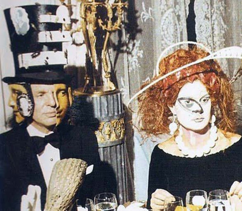 20 Eccentric Images From The Rothschild Surrealist Ball