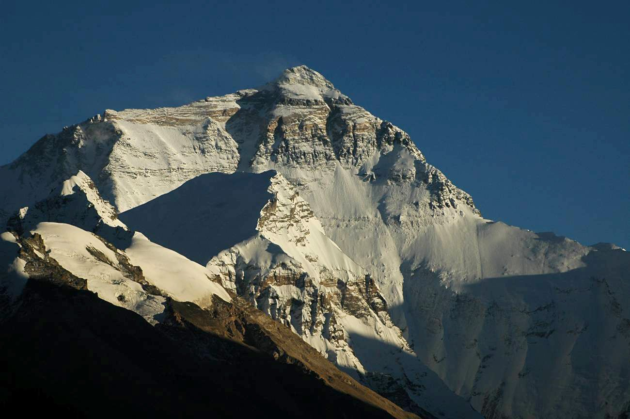 Earthquake Causes Avalanche On Mount Everest Resulting In 17 Deaths