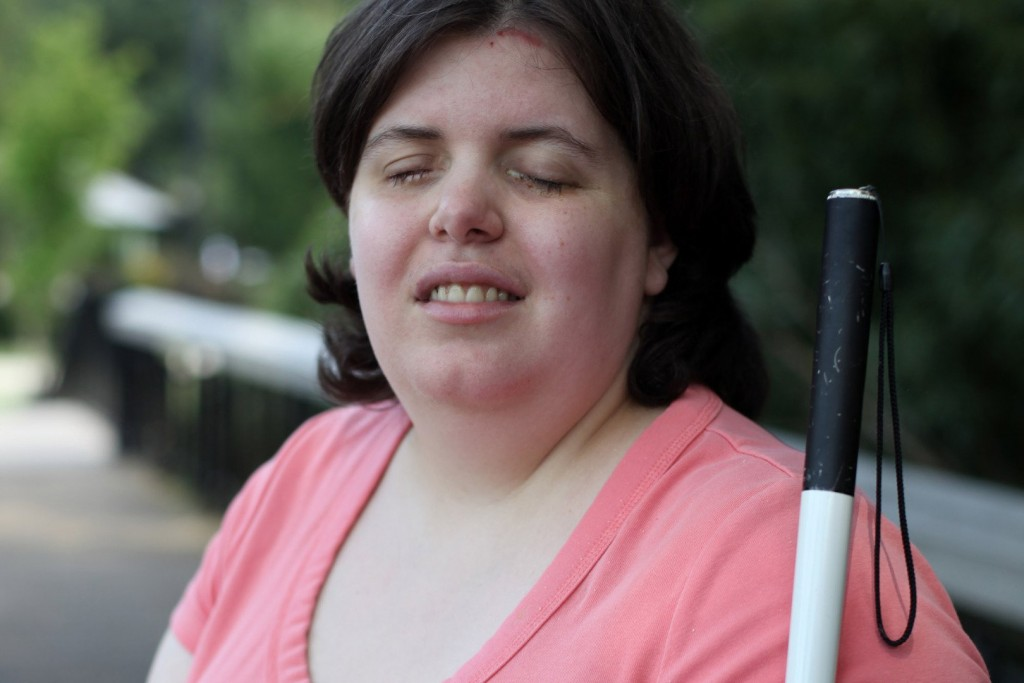 Woman Has Drain Cleaner Poured Into Her Eyes So She Can Become Blind