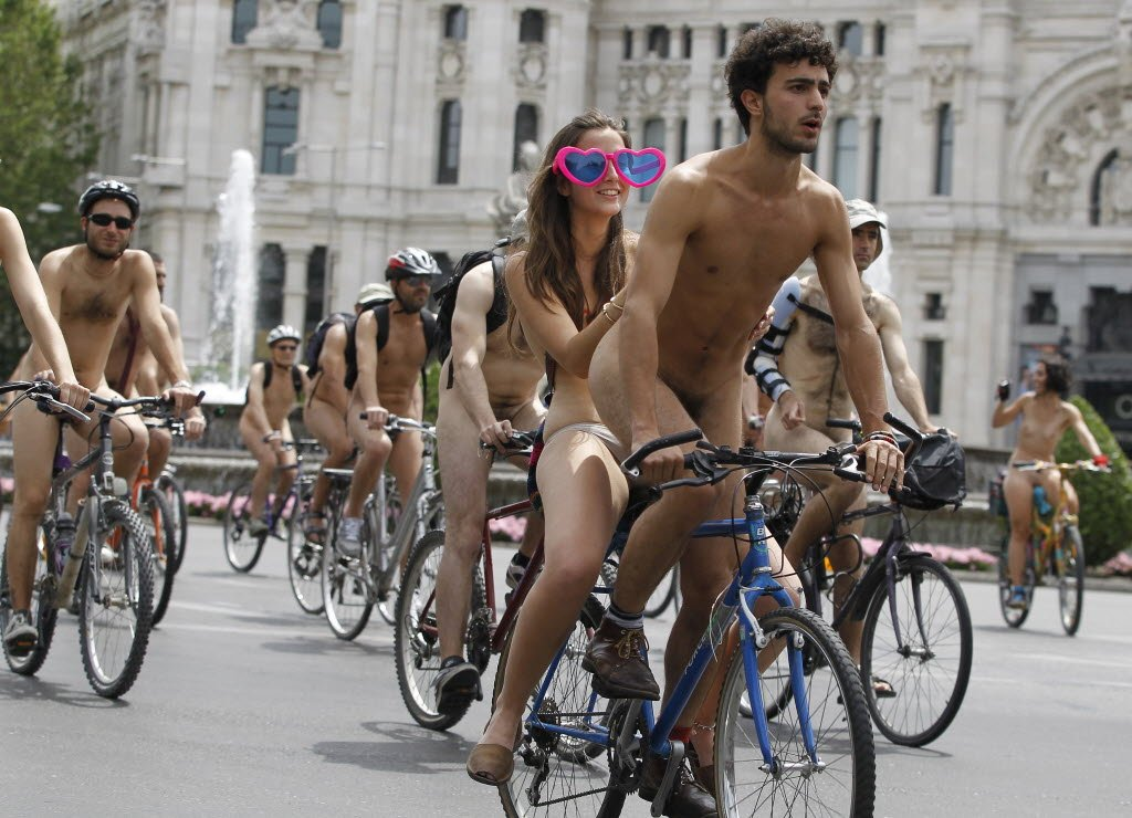 Police Remove Nude Cyclist After Complaints That He Was Aroused